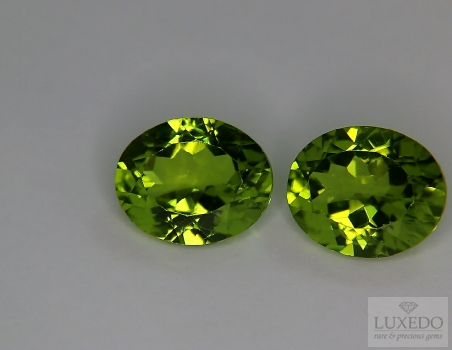 Pair of Peridots, oval cut, 7.81 ct tot.