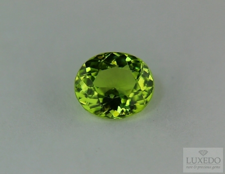 Peridot oval cut, 2.86 ct