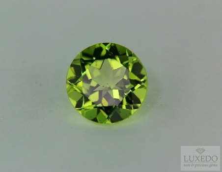 Peridot oval cut, 3.78 ct