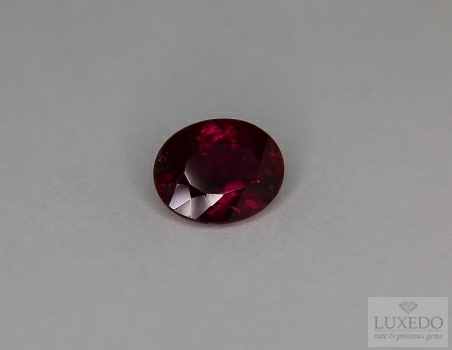 Oval cut red tourmaline, 2.36 ct