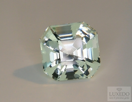 Aquamarine, octagonal cut, 11.12 ct