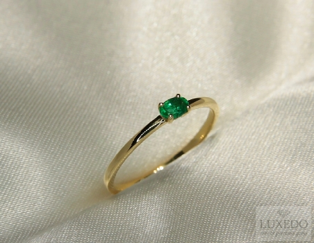 Stackable ring, 18 kt Yellow gold with Emerald