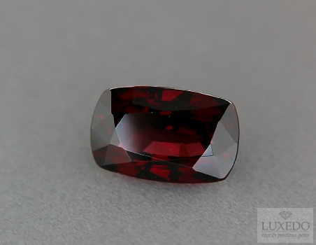 Red Garnet, cushion cut, 8.81 ct