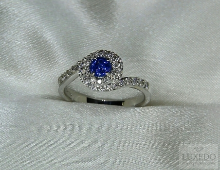 "18 kt white gold ring with Sapphire and diamonds ""Caline"""