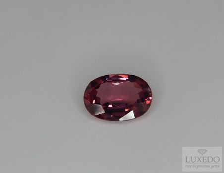 Red spinel, oval cut, 2.32 cts