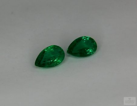 Pair of Emeralds, drop cut 1.57 ct tot.