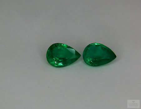 Pair of Emeralds, drop cut, 1.68 ct tot.