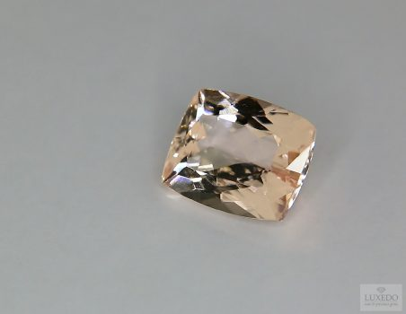 Morganite, cushion cut, 3.74 ct