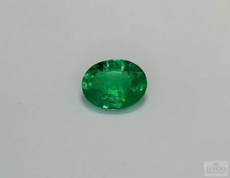 Emerald, oval cut, 1.50 ct