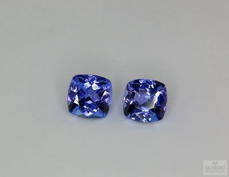 Pair of Tanzanites, cushion cut, 2.11 ct tot.