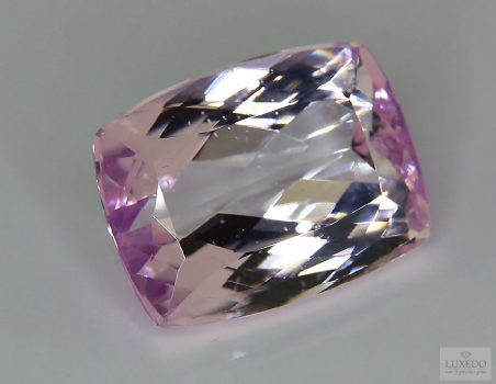 Kunzite, cushion cut, 27.76 ct