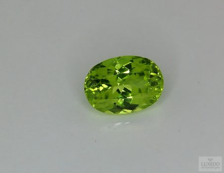 Peridot, oval cut, 4.00 ct