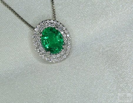 "Emerald and diamonds pendant in 18 kt white gold ""Choisy"""