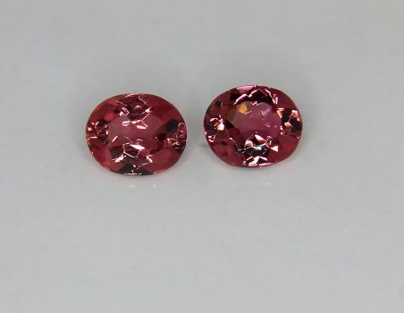Pair of red Tourmalines, oval cut, 2.81 ct tot.