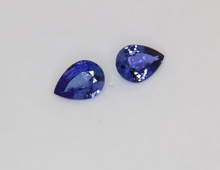 Pair of blue sapphires, drop cut, 1.75 ct tot.