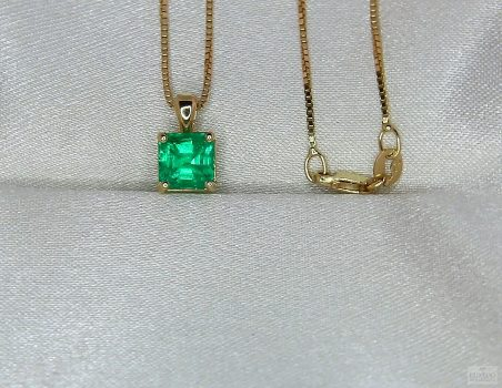 "18 kt Yellow gold pendant with Emerald ""Victoria"""