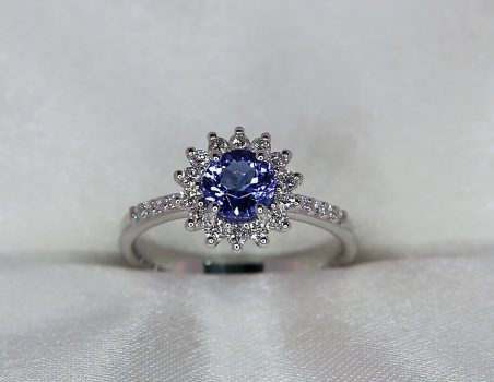 "Tanzanite and diamonds ring, 18 kt white gold ""Daisy"""