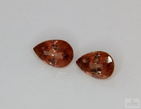 Pair of Malaya garnets, drop cut, 3.84 ct
