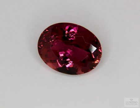 Red Tourmaline, oval cut, 7.57 ct
