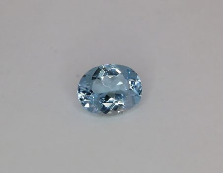 Aquamarine, oval cut, 2.12 ct
