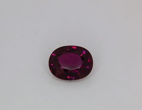 Purple changing color garnet, oval cut, 4.15 ct