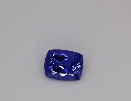Tanzanite, cushion cut, 3.04 ct