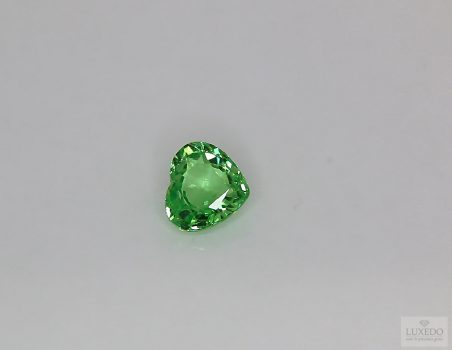 Tsavorite, heart cut, 1.04 ct