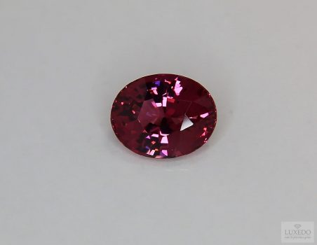 Red Spinel, oval cut, 4.14 ct