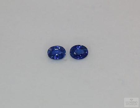 Pair of Blue Sapphires, oval cut 0.58 ct