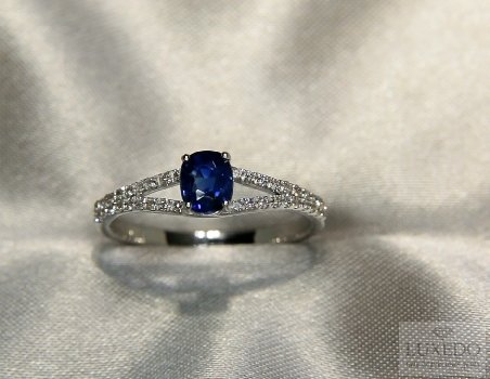 "Blue Sapphire and diamonds ring, 18 kt white gold ""Baillache"""
