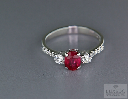 "18 kt white gold ring with Ruby and diamonds ""Verger"""