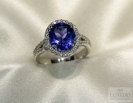 "Anello con Tanzanite e diamanti in oro Bianco 18 kt ""Coral Star"""