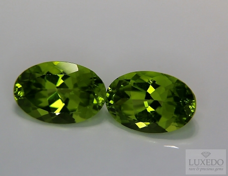 Pair of Peridots, oval cut, 6.81 ct tot.