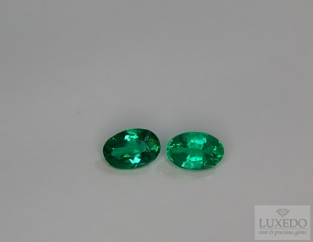 Pair of Emeralds, oval cut, 0.90 ct tot.