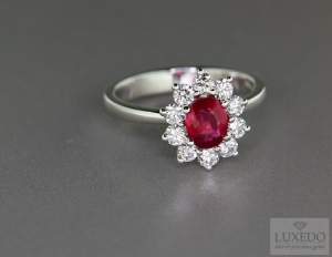 Ruby and diamonds ring, a perfect match for Christmas