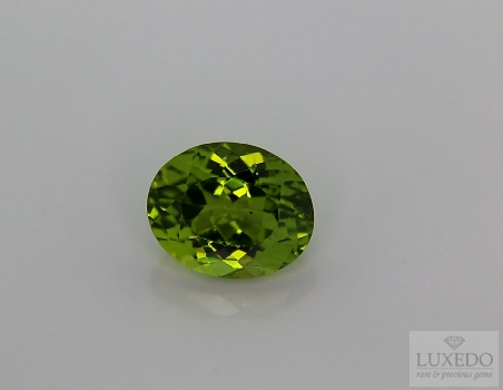 Peridot, oval cut, 5.00 ct