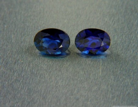 Pair of blue sapphires, oval cut, 2.10 ct tot.